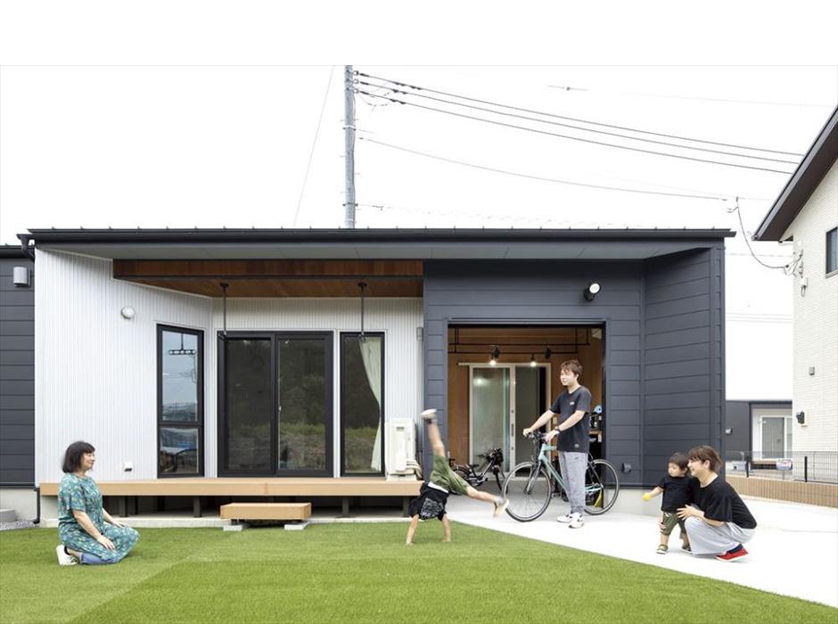 変形地に建てたバイクガレージの家