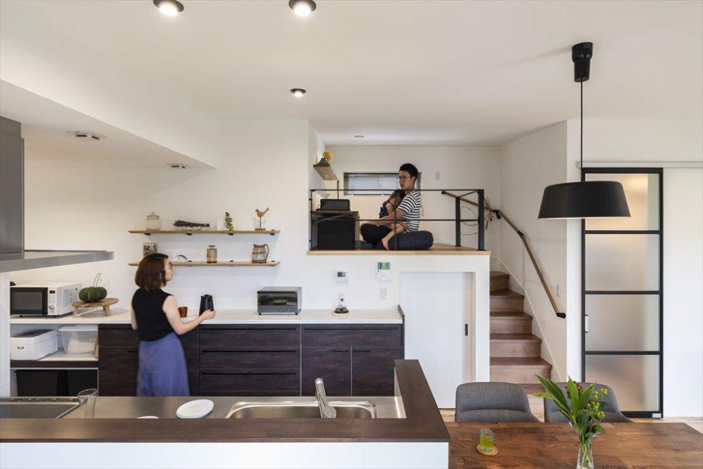 キッチンとロフトの程よい距離感