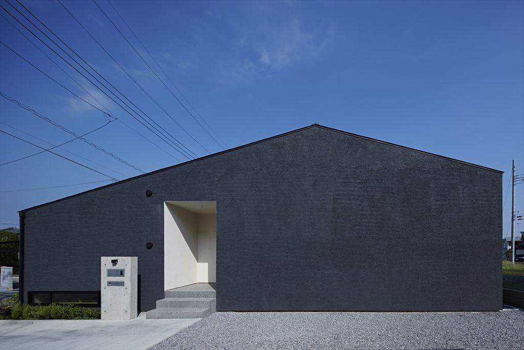 外壁 黒い外壁 塗り壁
