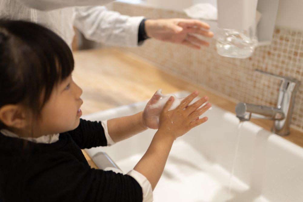 girl wash hands